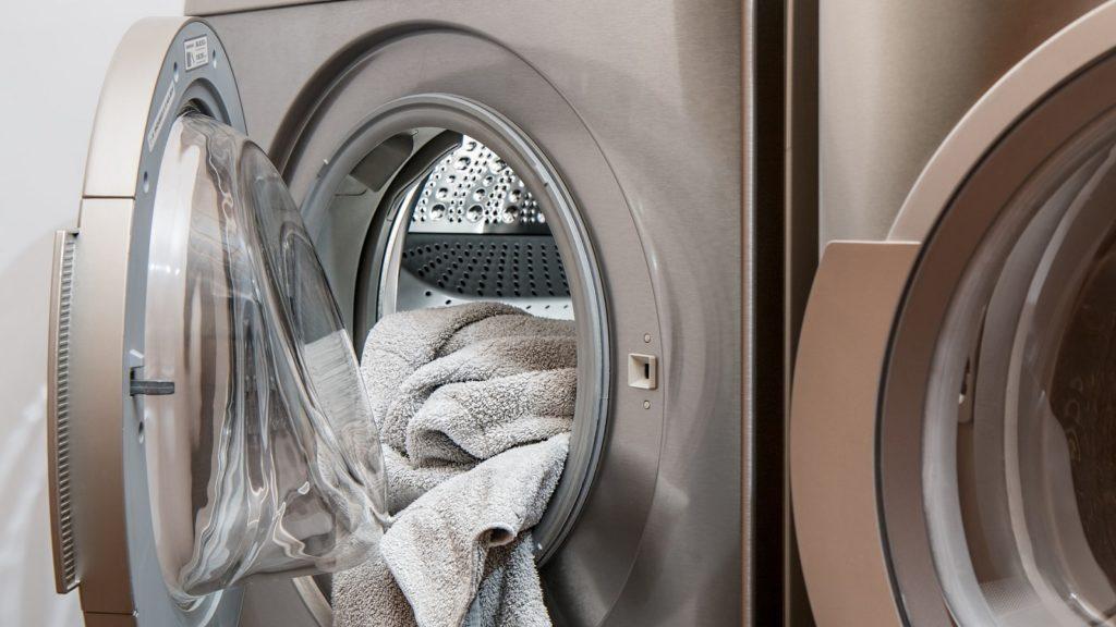 https://pixabay.com/photos/washing-machine-laundry-tumble-drier-2668472/ Via Pixabay