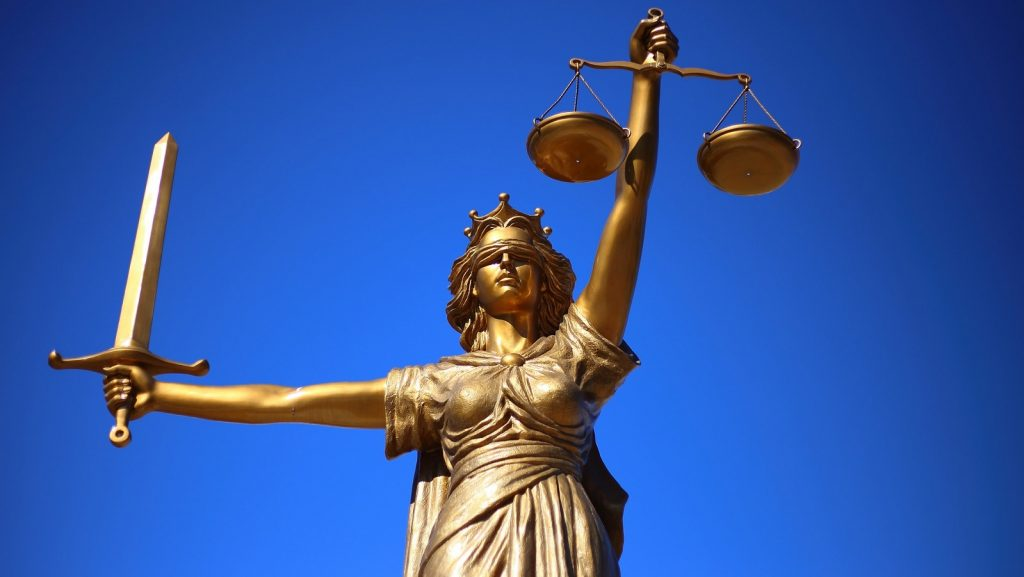 via https://pixabay.com/photos/justice-statue-lady-justice-2060093/