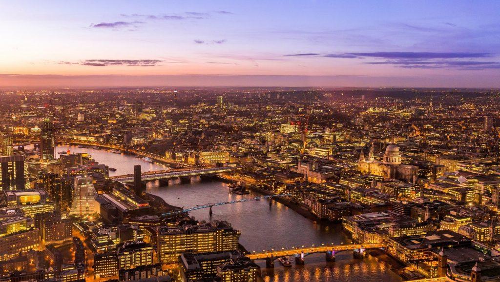 https://pixabay.com/photos/city-england-captial-london-uk-731219/
