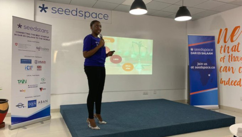 Featured image: Sheria Kiganjani co-founder Neema Magimba pitching at Seedstars Dar es Salaam (Seedstars via Twitter)