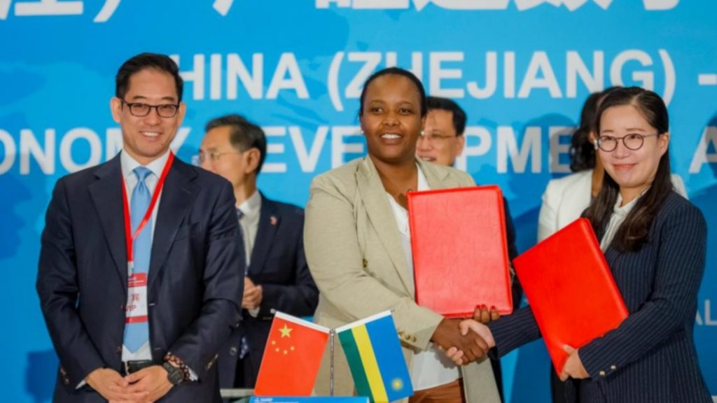 Featured image, left to right: Alibaba Vice President of Global Initiatives Brian Wong, Rwanda Development Board CEO Clare Akamanzi and Freshippo senior procurement manager Chen Huifang (Alibaba Group)