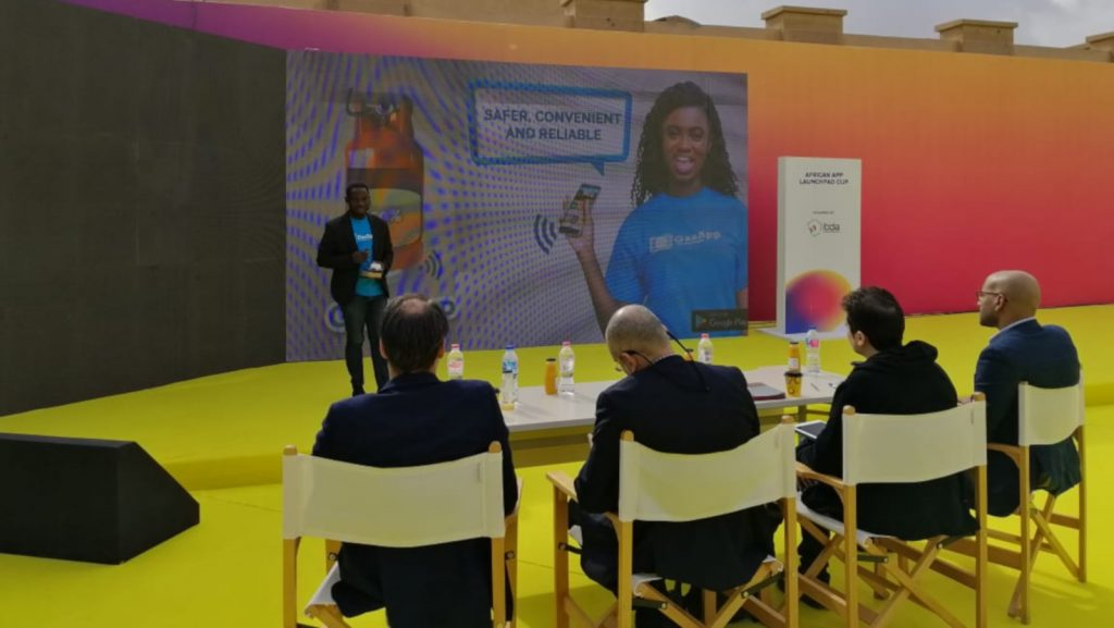 Featured image: An African App Launchpad Cup participant pitching before a panel of judges in American University in Cairo ( Itida)