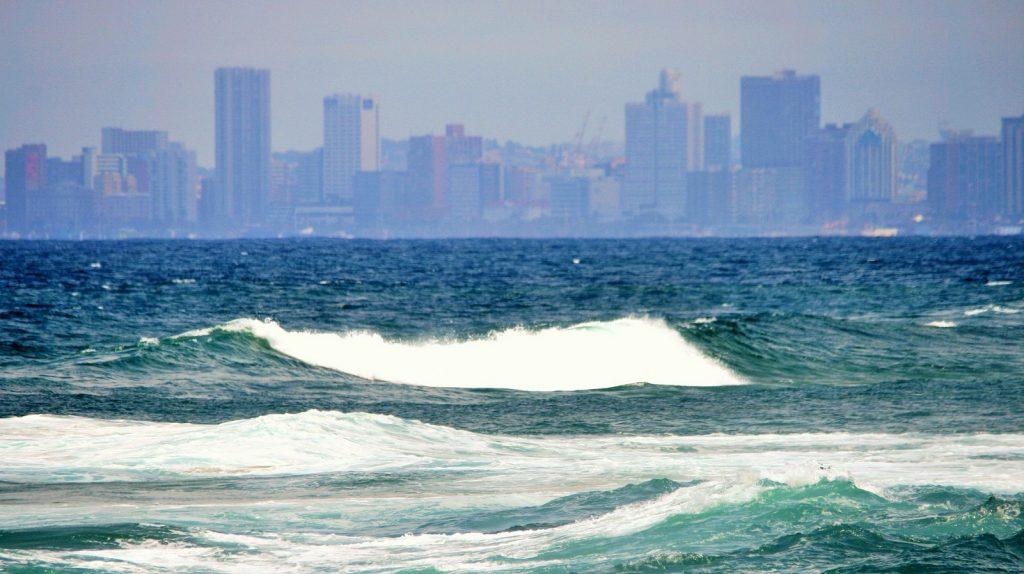 https://pixabay.com/photos/sea-ocean-blue-aqua-waves-white-240772/