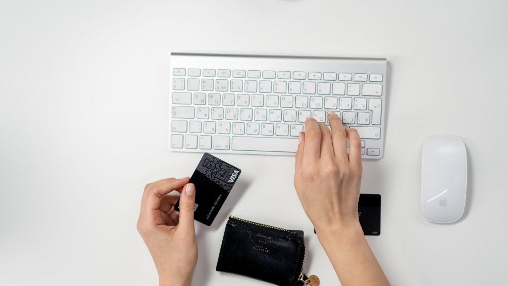 https://www.pexels.com/photo/person-shopping-online-3944405/