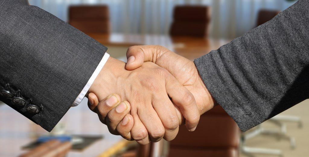https://pixabay.com/photos/shaking-hands-handshake-hands-3091906/