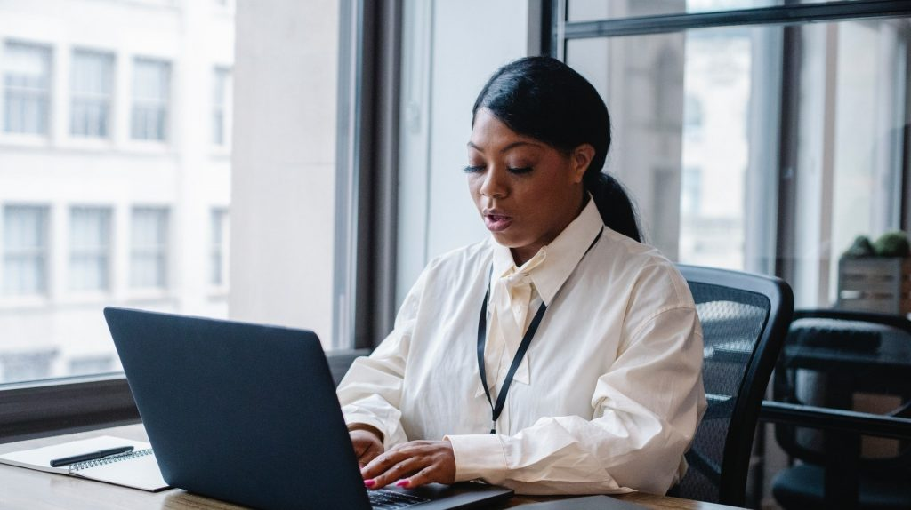 https://www.pexels.com/photo/serious-black-businesswoman-typing-text-on-laptop-5668861/