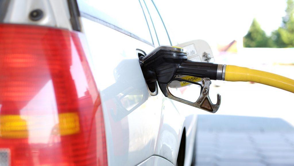https://pixabay.com/photos/refuel-petrol-stations-gas-pump-2157211/